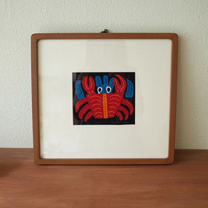 mola art frame (crab / red)