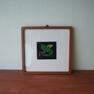 mola art frame (frog / green)