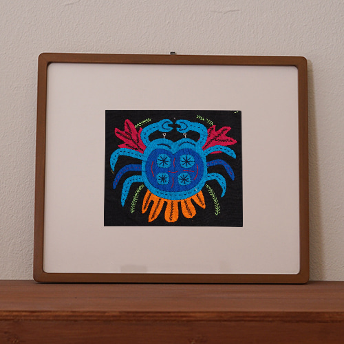 mola art frame (fish / blue crab L)